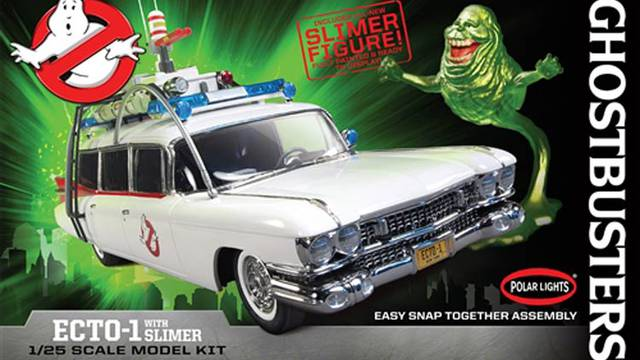 First Look: Polar Lights 1:25 scale Ghostbusters Ecto-1 model kit with Slimer