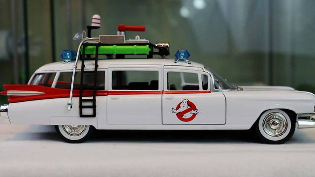 Ghostbusters Halloween Countdown 2018: 1:24 + 1:32 scale Ecto-1 die-cast vehicles