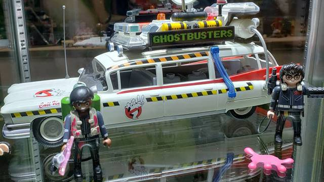 Playmobil's Ecto-1A + Upscaled figures on display at New York Comic-Con!