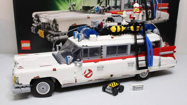 Full review of LEGO's new Ghostbusters Ecto-1!