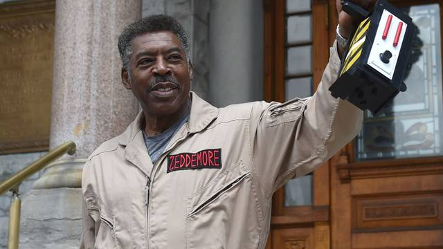 'Ghostbusters' star Ernie Hudson catches Slimer at Syracuse City Hall (video) - syracuse.com
