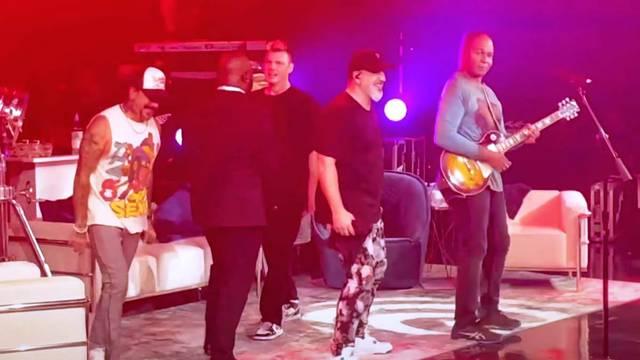 """Ray Parker Jr. performs """"Ghostbusters"""" alongside members of Backstreet Boys, *NSYNC, and Boyz II Men"""