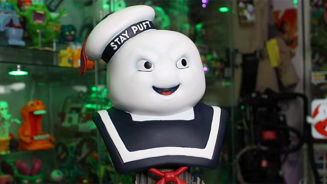 Unboxing the new 10″ Stay Puft Marshmallow Man bust from Diamond Select Toys